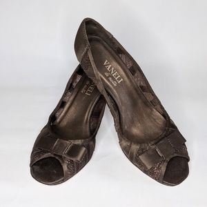 Vaneli Di Notte brown sparkly bow sandals size 7